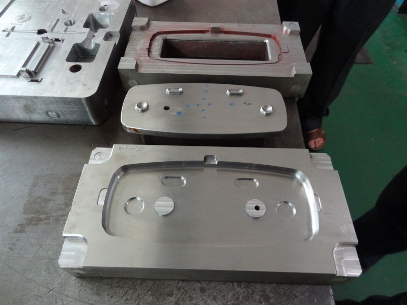 The mould manufacturer uses high quality steel for the injection plastic mould